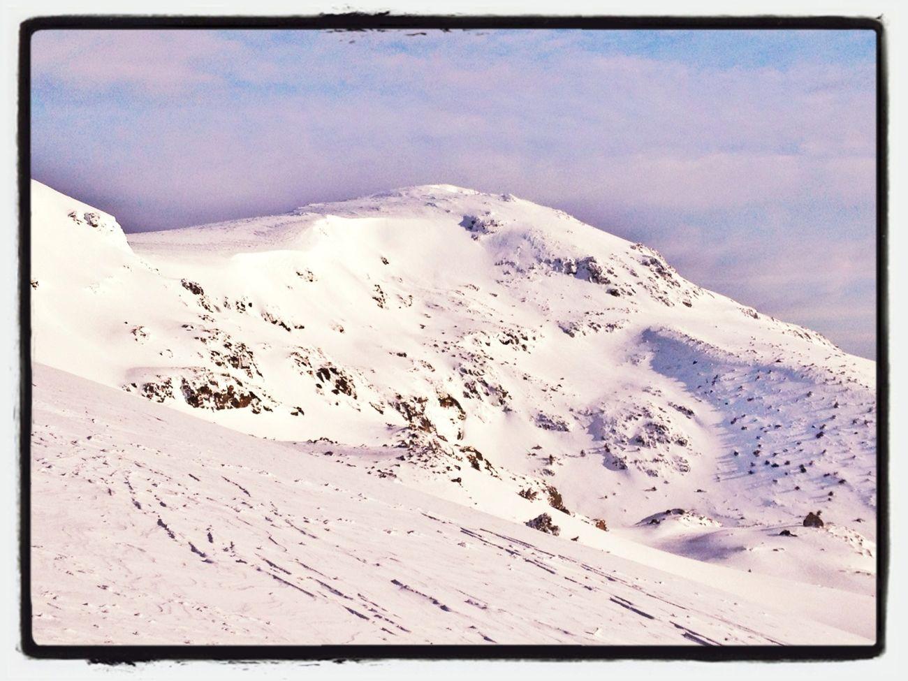 Muchos Objetivos En Esas Laderas De Peñalara  #esquídemontaña #skimountaineering #skimo #training #sunrise #amanecer #cotos #peñalara #gasss #dynafit #mountain #ilovemountain