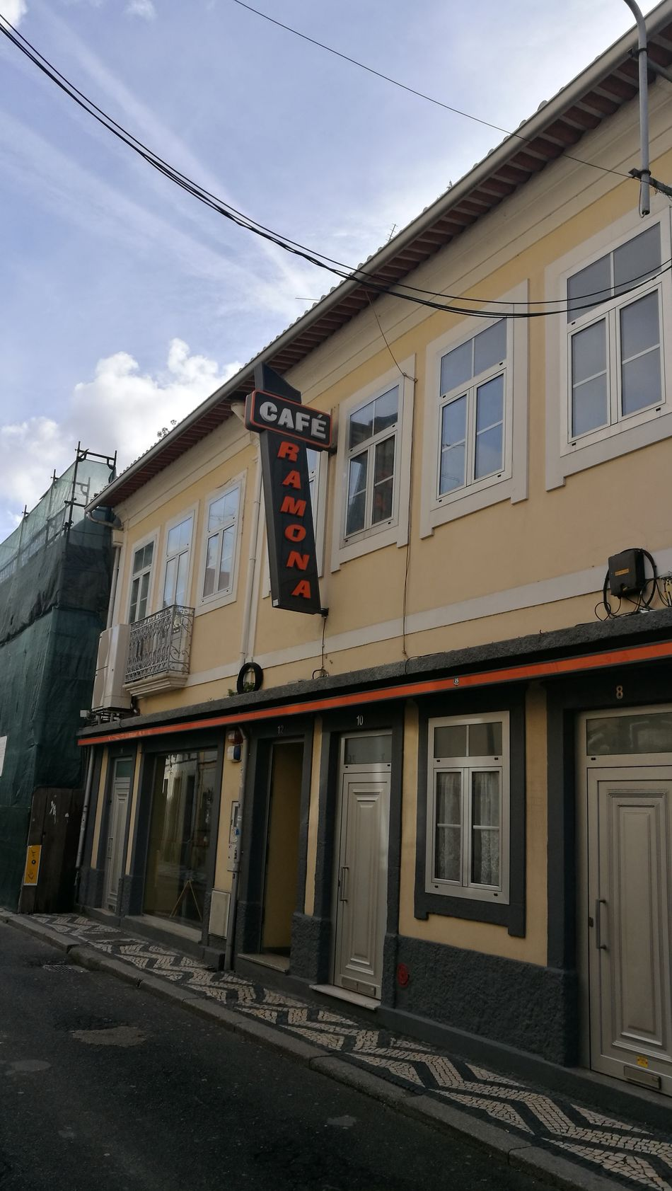 Cafe Ramona Ramona, Aveiro Structure City Street Aveiro Aveiro, Portugal Outdoors Travel Destinations Hamburger Steak Hamburger🍔🍟