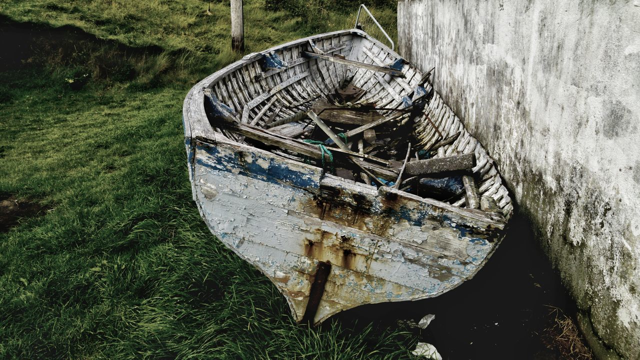 Beached Boat Old Travel Ireland Pealing Paint Abandoned Vintage