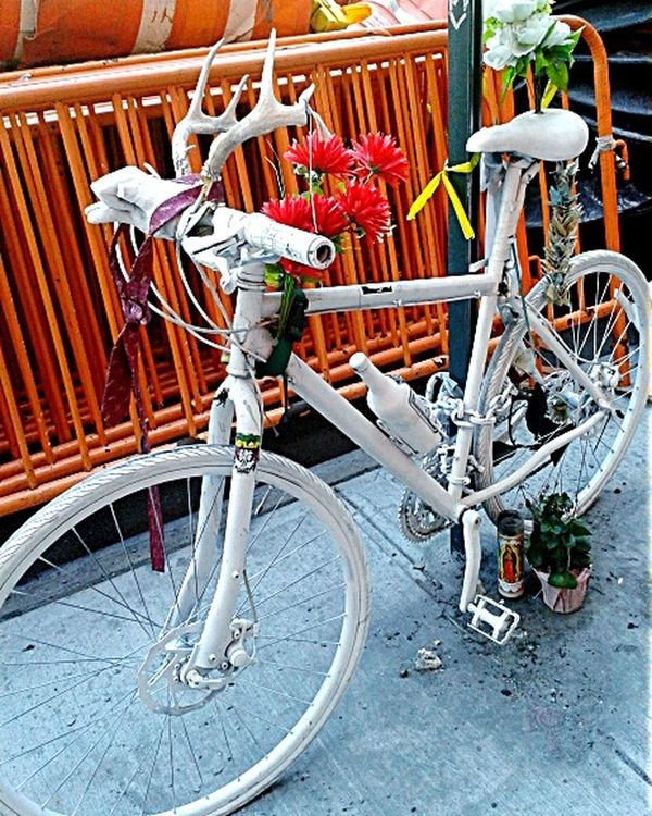 CyclingUnites homage:ghost bike.photo by Shell Sheddy Documentary Photography Street Shellsheddyphotography Sheshephoto Nyc Photo Ghost Bike