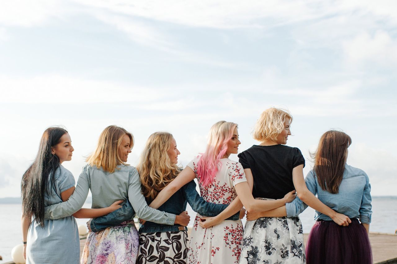 Beautiful stock photos of freundschaft, friendship, lifestyles, sky, standing