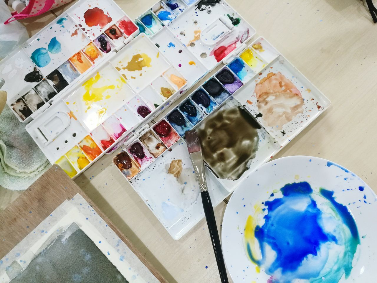Art And Craft Paintbrush Multi Colored Palette Paint No People Indoors  Variation Oil Paint Art Studio Day Close-up Paint Artist At Work Artist Watercolours Watercolors  Artist Painting People Adults Only Relexing Hobby