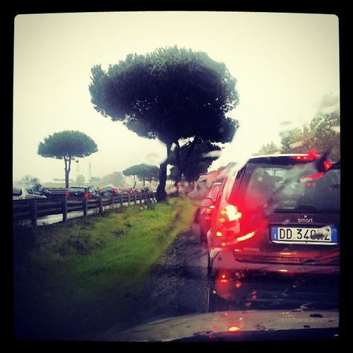Happiness is inside... <3 xo keppalleeeeee la Pioggia ... E il Traffico ... E le Buche ... =D