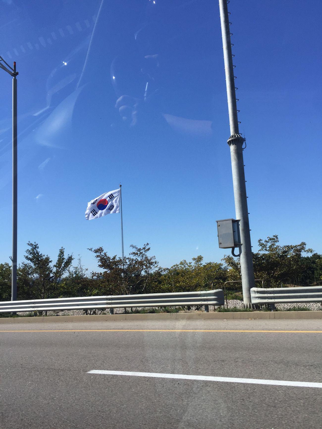 Korea 태극기 인천공항 대한민국 차 바람 맑은하늘 구름