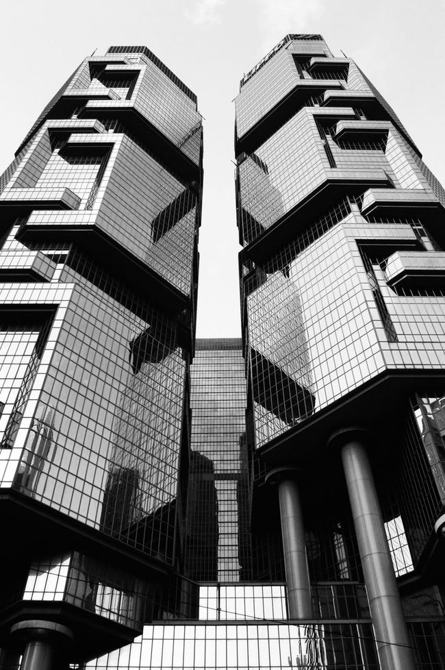 Low Angle View Architecture Building Exterior Built Structure City Modern Day Outdoors Skyscraper Office Block Sky Office Building Reflection Window Glass Walking Around The City  Urbanphotography City Life Walking Around Taking Photos China Photos Taking Pictures (null)From Where I Stand ASIA