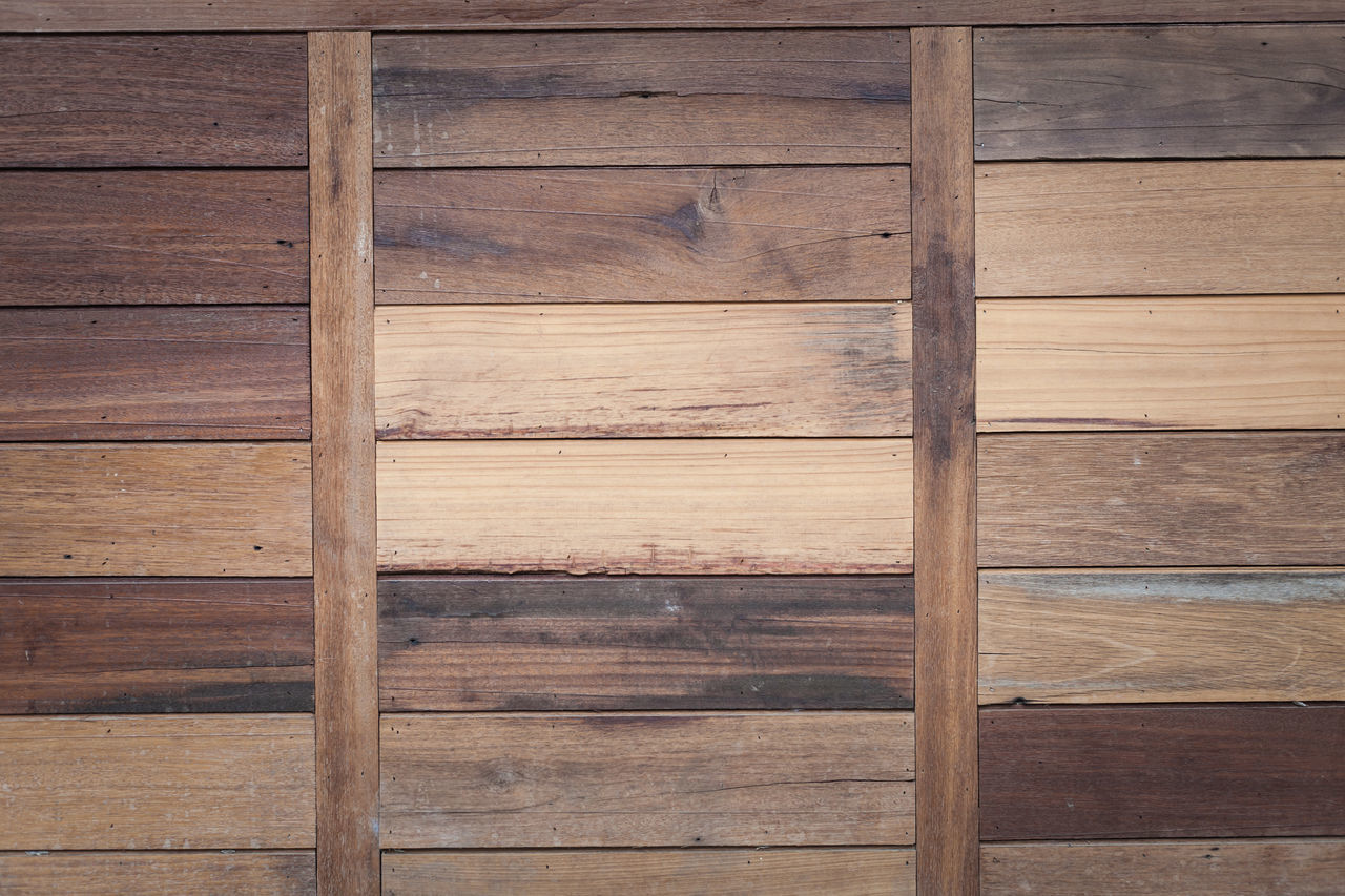 wood - material, plank, backgrounds, timber, pattern, wood paneling, hardwood floor, wood grain, brown, hardwood, knotted wood, striped, textured, architecture, built structure, full frame, no people, indoors, directly above, old-fashioned, building exterior, close-up, nature, day