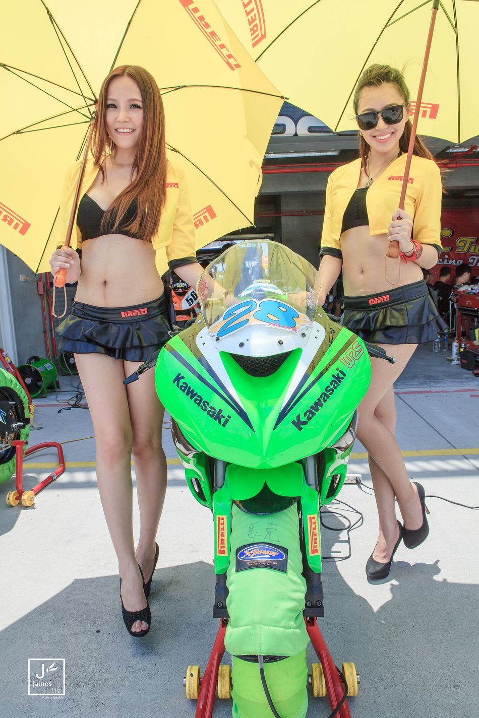 Taking Photo EyeEm Taiwan Motorcycles Beautiful Girl Juicy Girl Hot People Watching Photo Shoot Pirelli Racing
