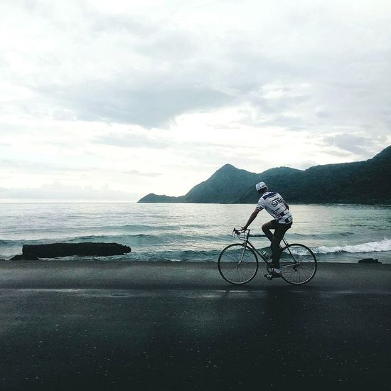 Bicycle Water One Man Only Cycling Cloud - Sky Only Men One Person Silhouette Adult Transportation Beach Nature Outdoors Venezuela Meizu Mx6 Nature Men Sky Naturaleza Beauty In Nature Happiness