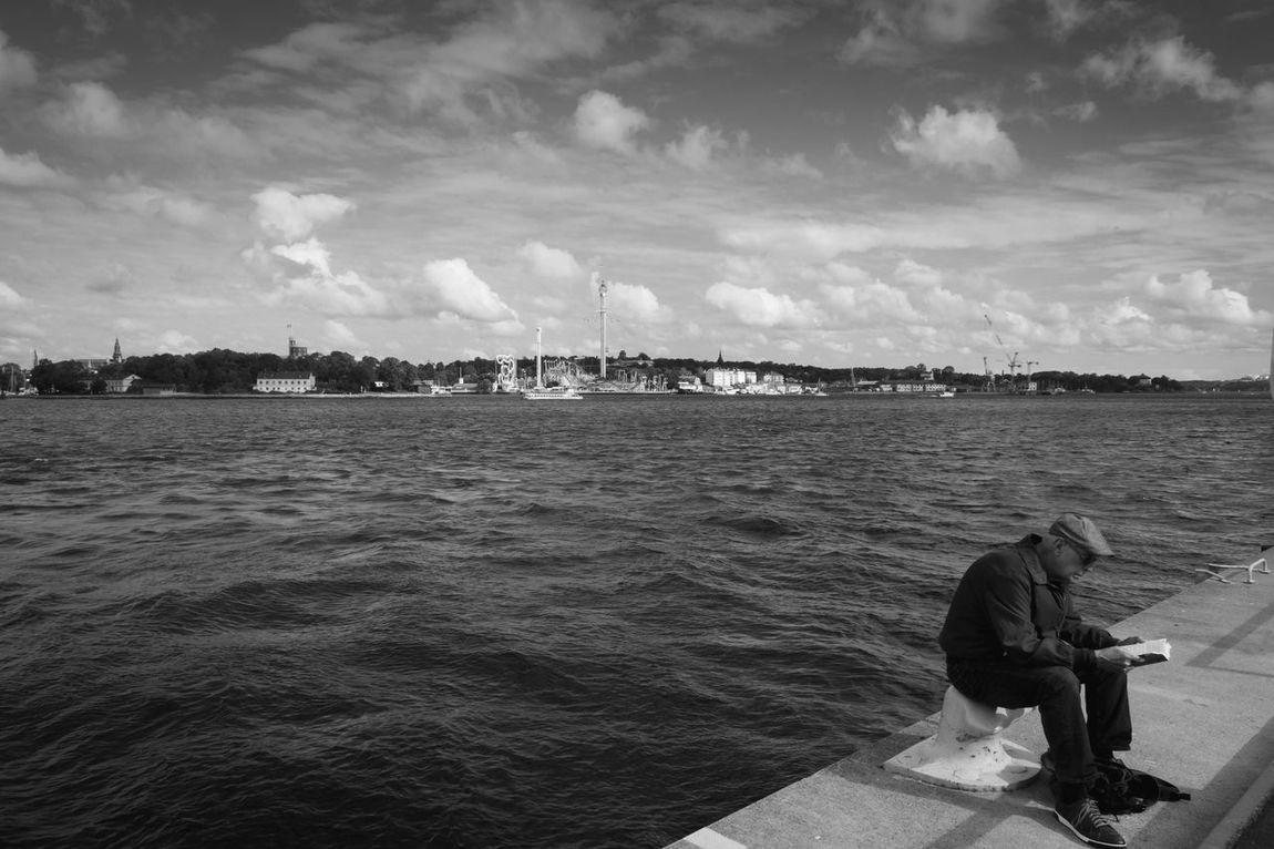 Reading Blackandwhite Black And White Streetphotography Street Photography Stockholm Olympus OM-D E-M5 Olympus Olympus 12 2.0 Fotografiska