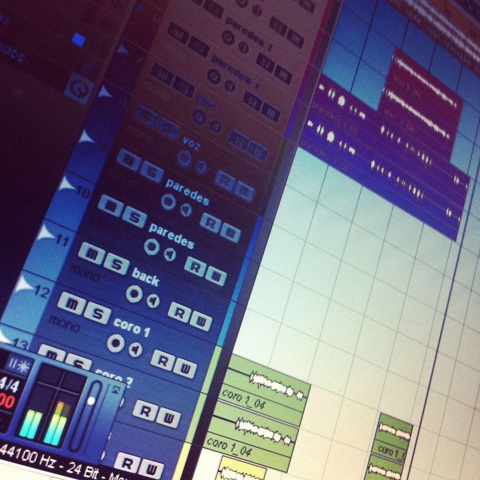 Cubase Thuglife My Fucking Life mi vida es grabar, las cosas que escribo sombre la libreta Rap HipHop Producción