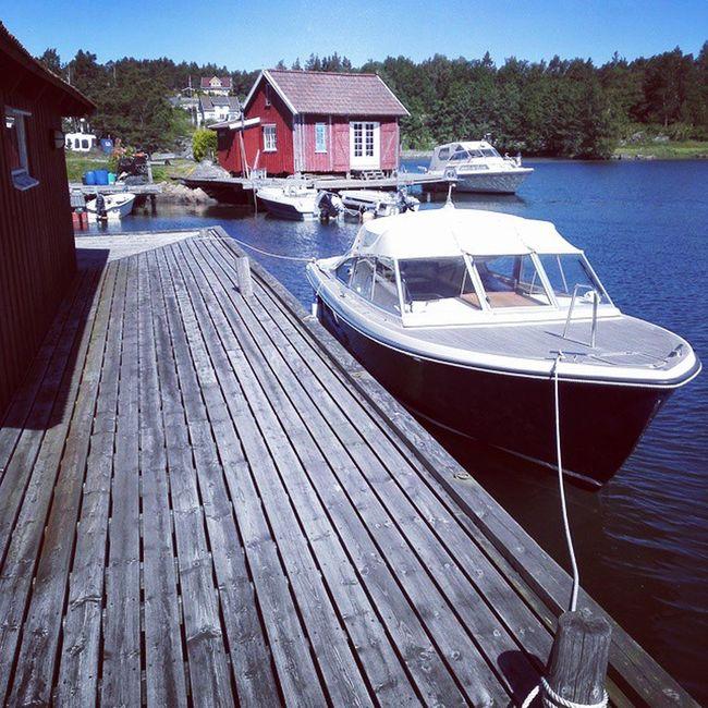 Perfekt jobbdag i den sørlandske skjærgården. Skjærgård Sørlandet Bat Brygge sommerfølelse summertime summer work seaside boat fun summerfeeling solskinnsdag sunshine drømmejobb