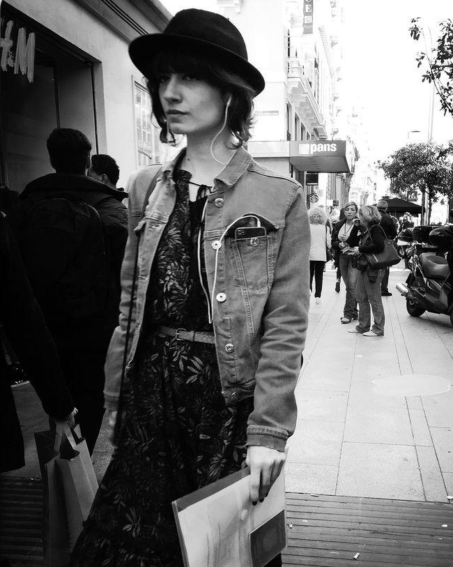 Hay girl Monochrome_life Movilgrafias Streetphoto_bw Woman
