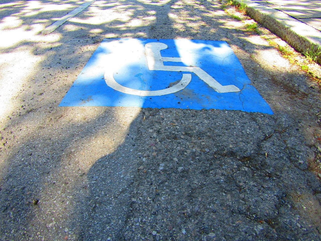 Tarmac Asphalt Summer Sign Street Straße Rollstuhl Wheelchair Wheelchair Access Liesing Vienna Wien Österreich Austria