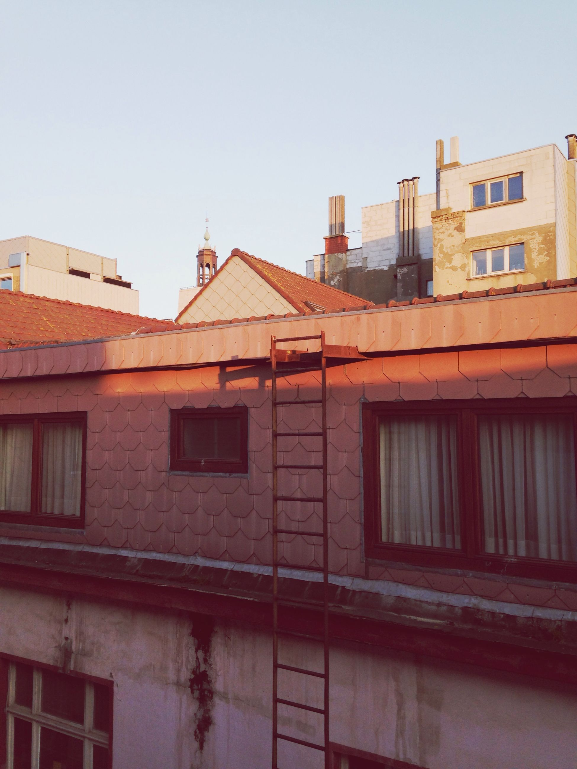architecture, building exterior, built structure, clear sky, house, residential structure, residential building, window, roof, low angle view, copy space, building, exterior, outdoors, day, city, residential district, no people, old, brick wall