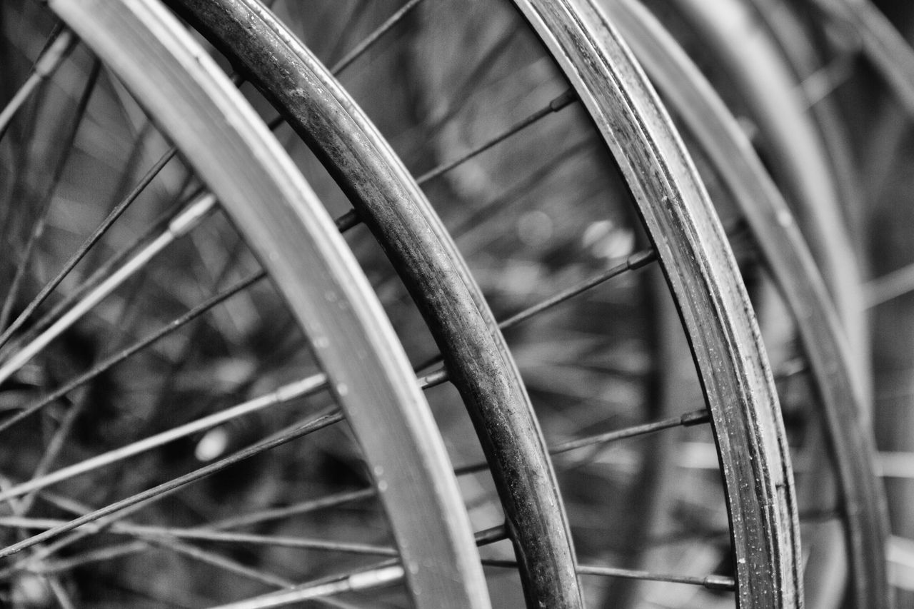 bicycle, spoke, transportation, wheel, mode of transport, land vehicle, metal, tire, outdoors, no people, close-up, focus on foreground, day, stationary, bicycle rack, vehicle part, gear