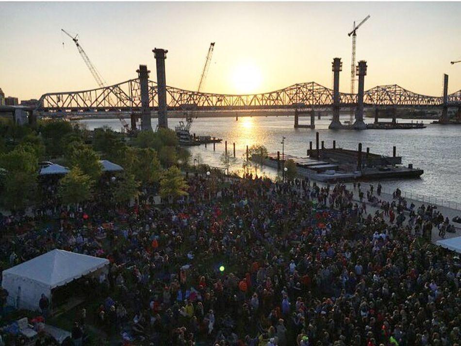 Waterfront Wednesdays free concert Louisville Waterfrontwednesdays Bigfourlawn Sunset Concert