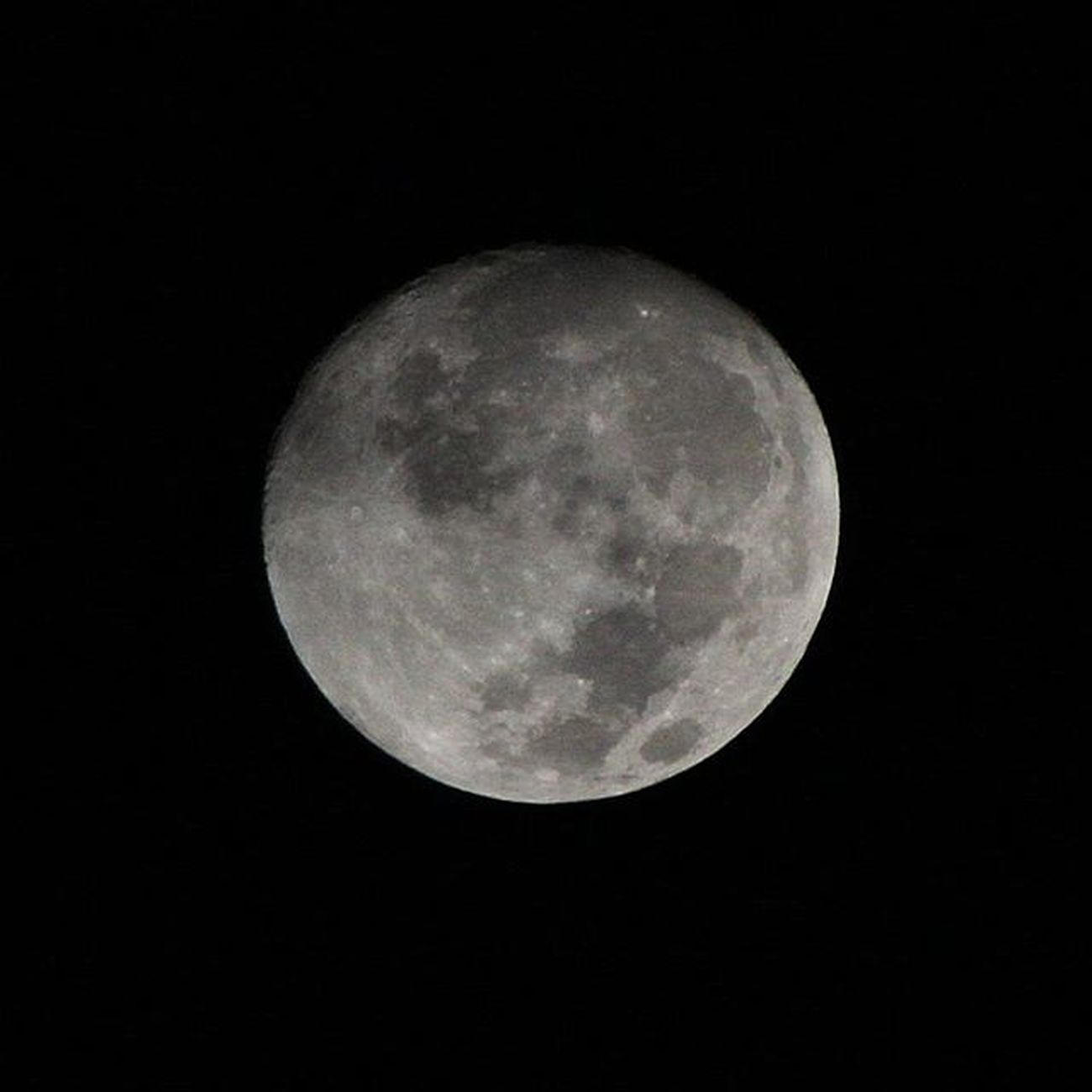 月亮初拍。月亮看得見。 Moon Moonlight Happymoonfestival 中秋節快樂 Canon Canon60d
