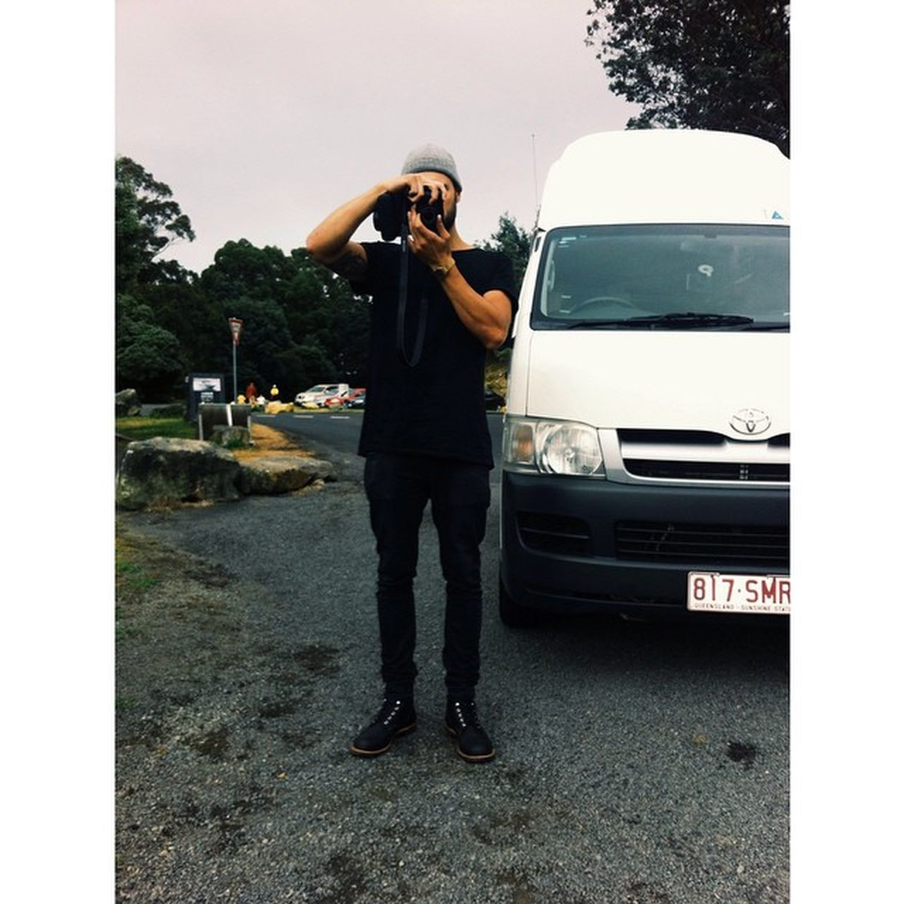 Dus deze.. Neles Roadtrip Tasmania Van Vrieskou Black Heetpasteike Menneke Man Tienplusgraag Camera @mitchelderoock