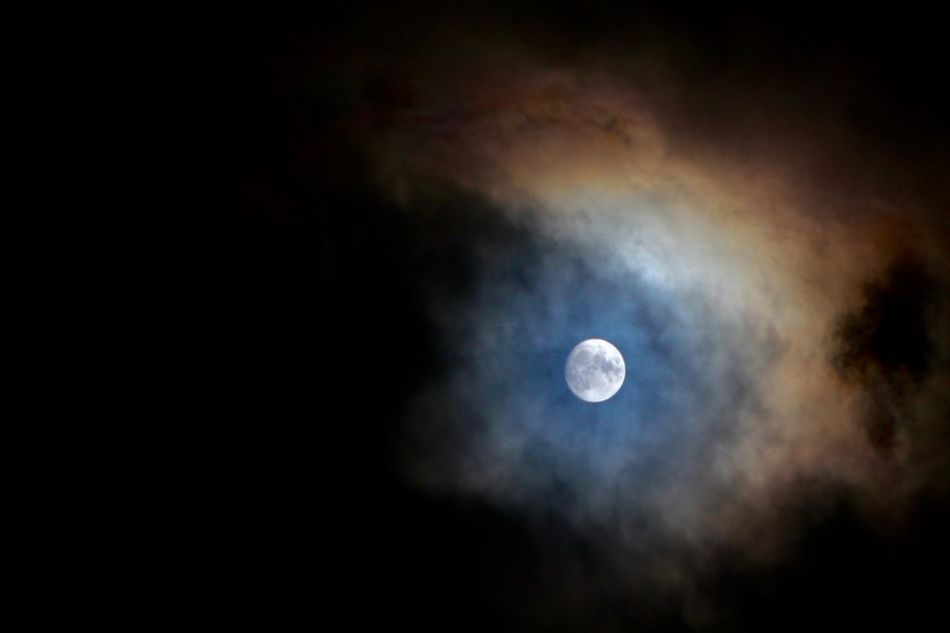 #cieletoilé #longexposure #lunedanslesnuages #moon #moon#clouds #moonlight #Night #nightshot