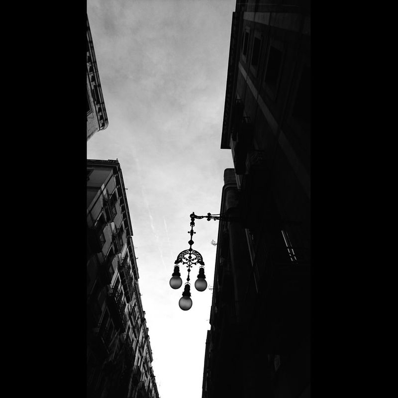 Caminar Barcelona No People Low Angle View Outdoors Black And White Photography Black And White Collection  Black And White Collection  The Minimals (less Edit Juxt Photography) Blanco Y Negro Blackandwhite Photography Cityscape Negro Catalunya Black And White Collection