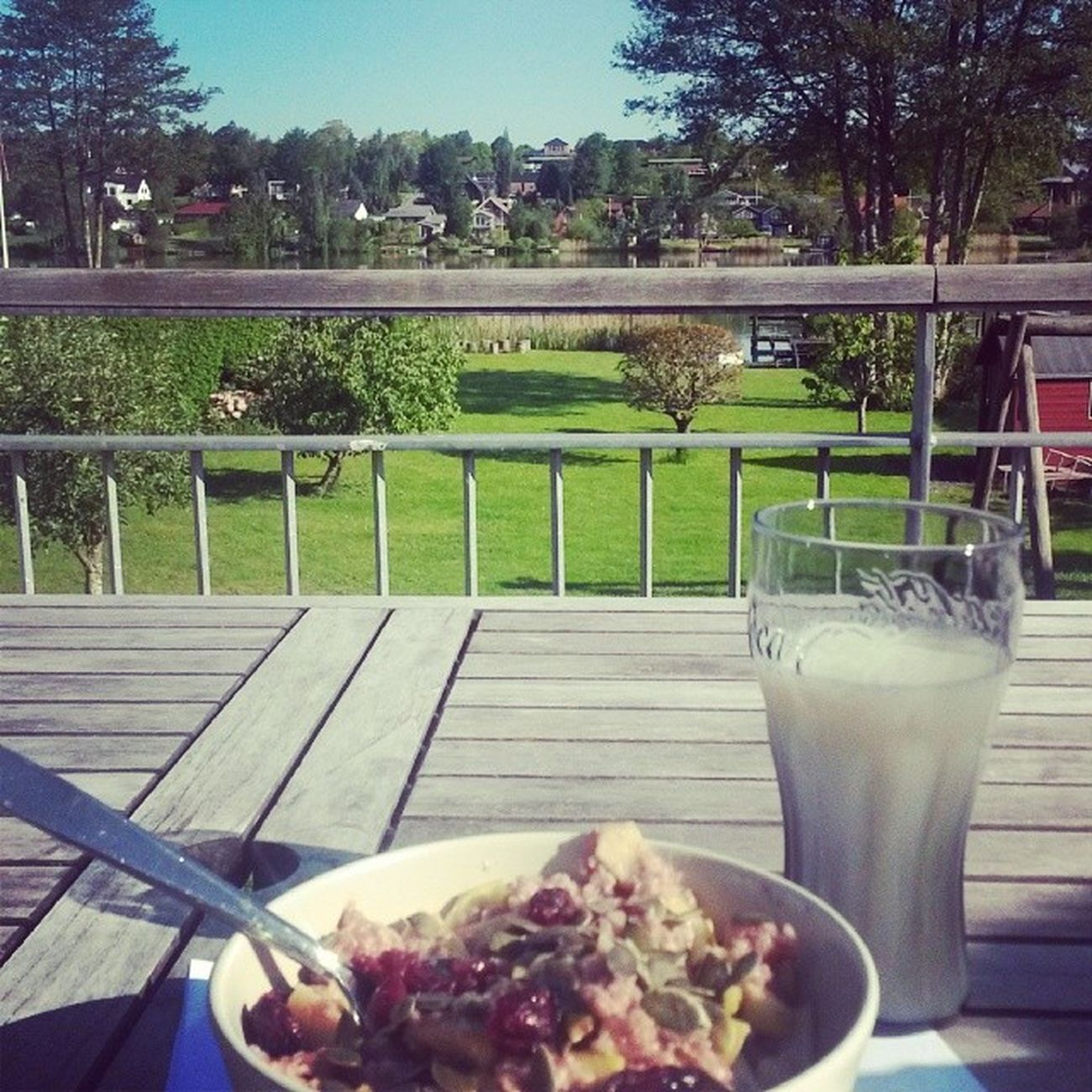 Morgenmad på terrassen i det smukkeste solskin :) Renlykke Hjemkærehjem Læseferie Virklund