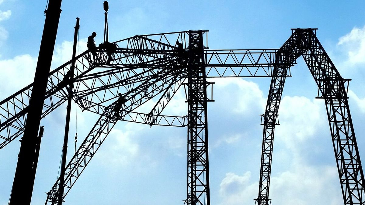 Truss Structure Installation Set Up Sky Blue Clear Sky Day Workers Outdoors Safety Danger Silluet