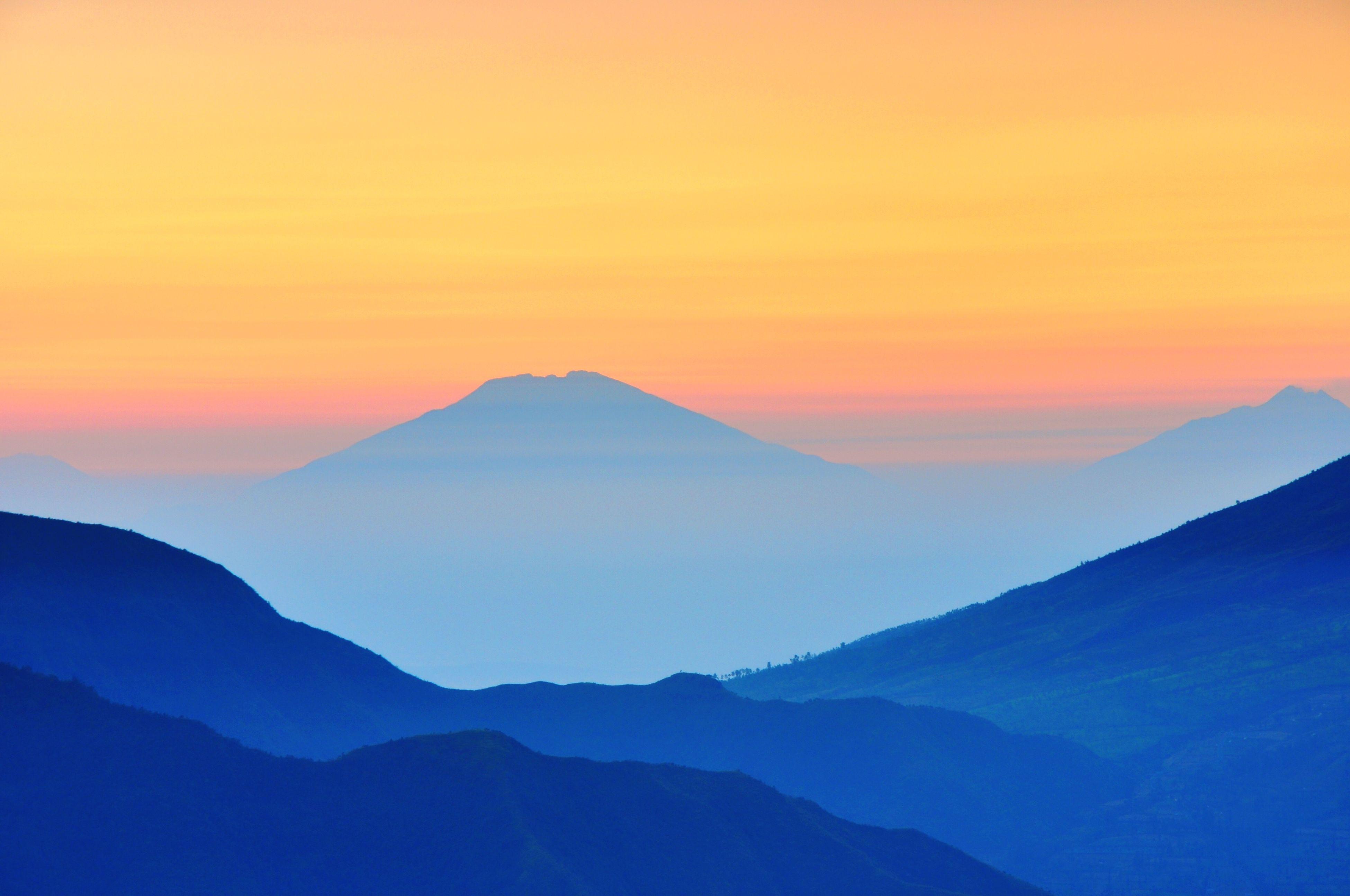 mountain, sunset, scenics, tranquil scene, mountain range, tranquility, beauty in nature, orange color, idyllic, nature, landscape, sky, silhouette, non-urban scene, majestic, copy space, remote, no people, dusk, fog