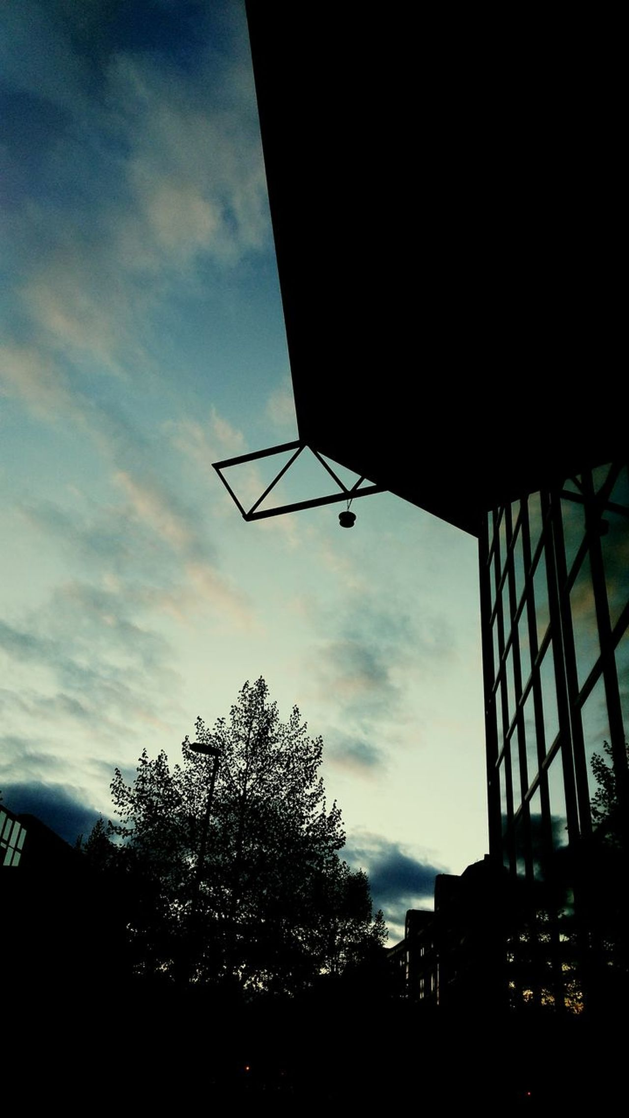 EyeEmNewHere Low Angle View Cloud - Sky Sky Silhouette Outdoors No People Day Gebäude Gebäudekunst Gebäude Architektur House Facade Buildings And Sky Building Photography Lampe
