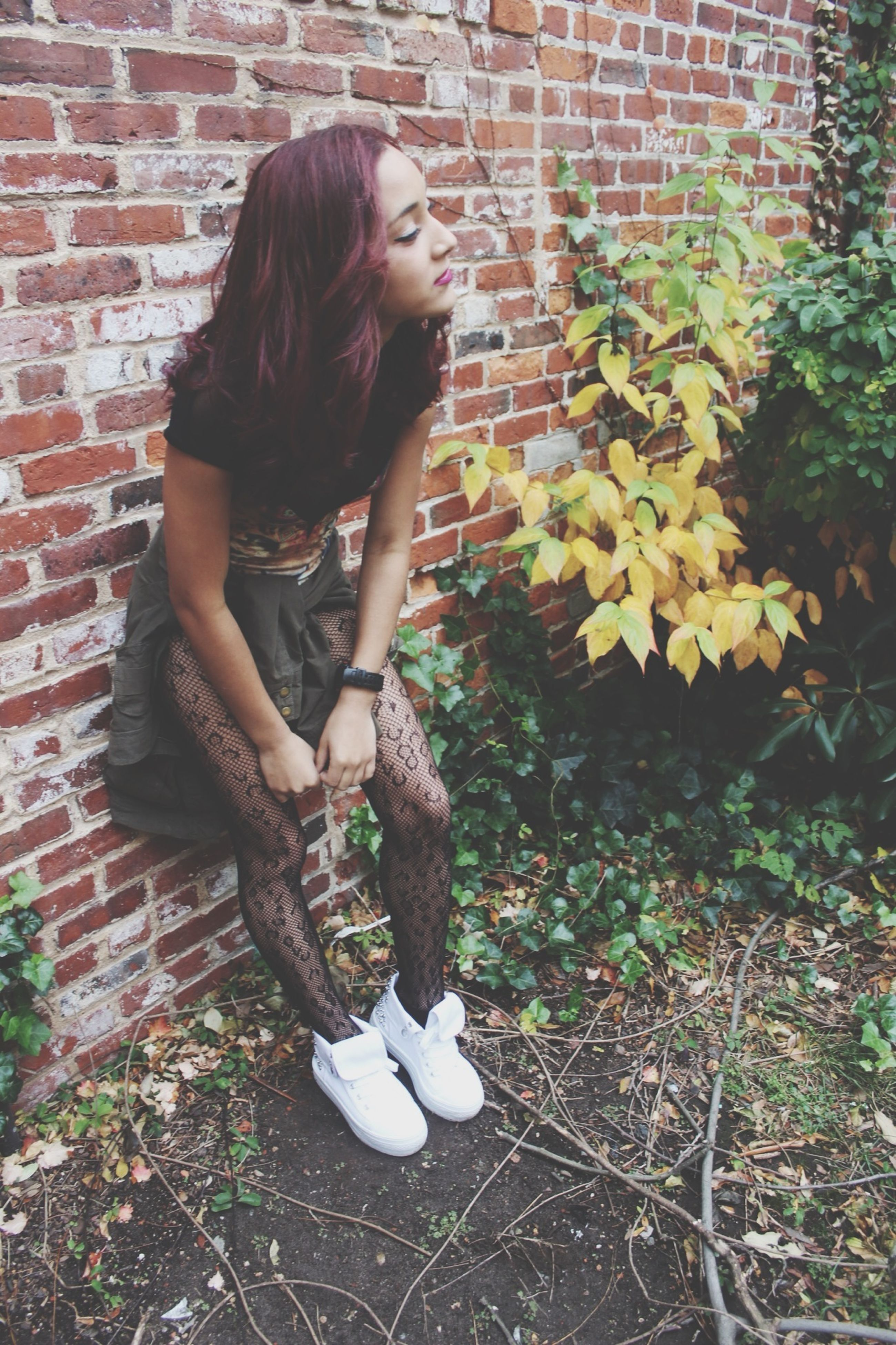lifestyles, casual clothing, person, leisure activity, young adult, young women, full length, standing, long hair, side view, three quarter length, holding, front view, childhood, elementary age, girls, brick wall