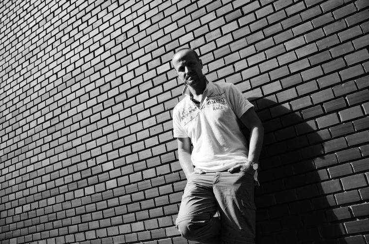 #actors #blackandwhite #brickwall #hungarianactor #portrait Casual Clothing Human Body Part Lifestyles One Man Only One Person Outdoors Pattern People Real People Standing Sunlight