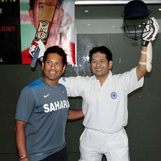 Artist SushantaRay who's an ardent fan of the Masterblaster @sachin_rt has created a life size wax Statue of SachinTendulkar.
