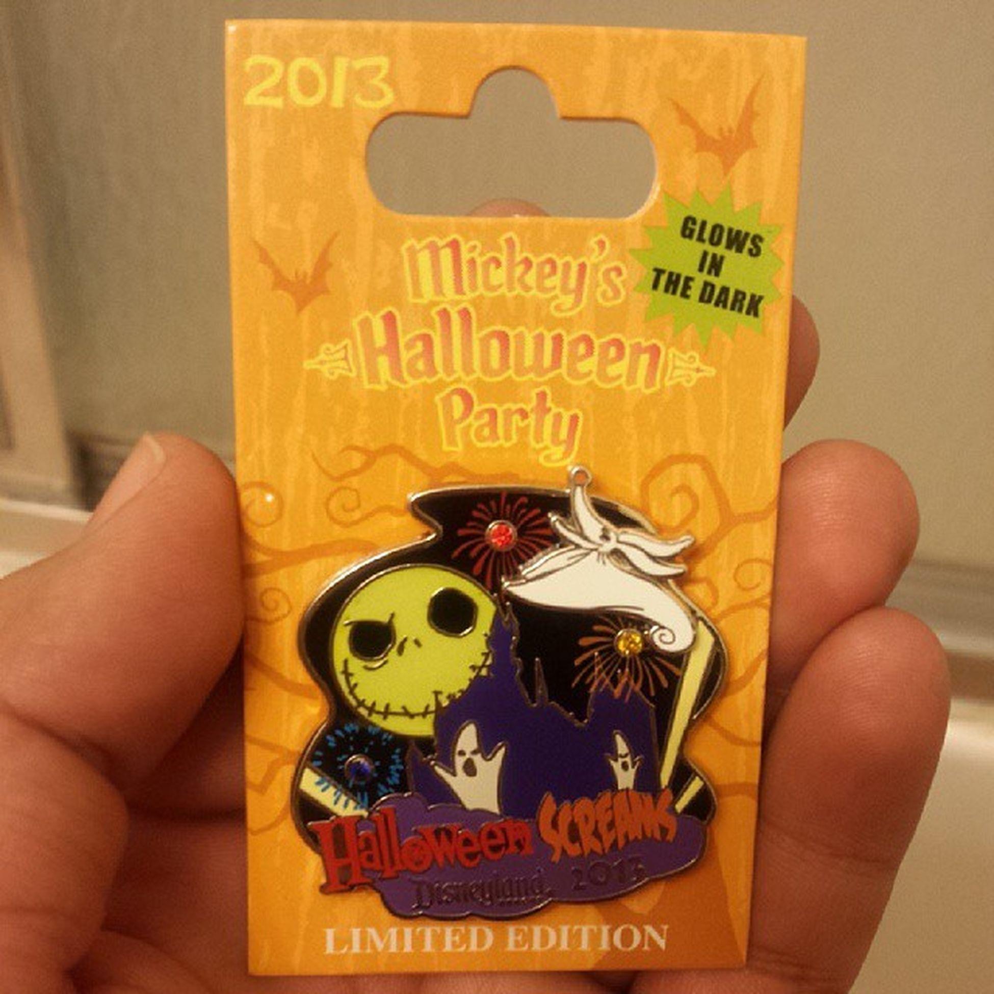 Adding a Limited Edition to the collection. Mickeyshalloweenparty Disney Halloweenscreams Pincollector disneyland familytime @disneylandpost @disneylandaily photooftheday tagsforlikes seasonpassholders