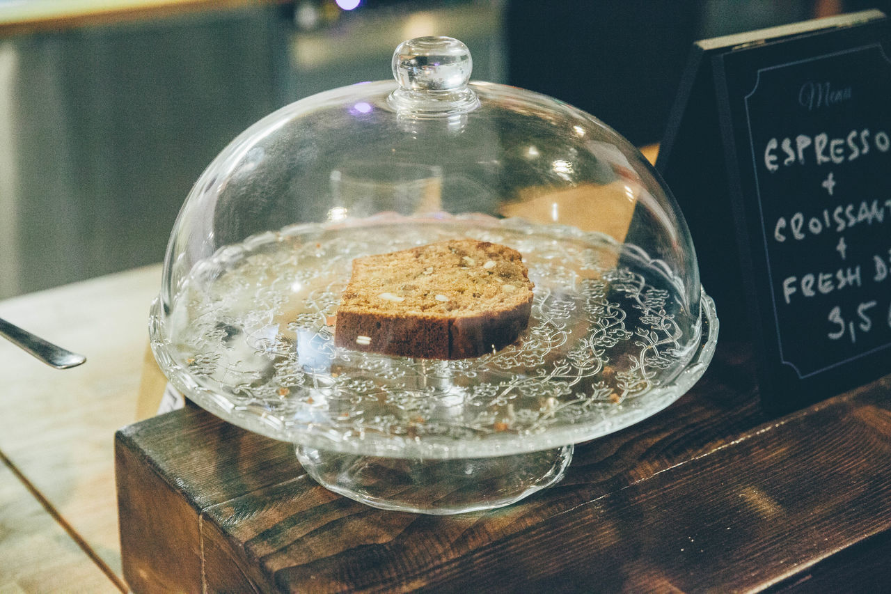 Beautiful stock photos of kaffee, Bratislava, Bread, Cakestand, Cloche
