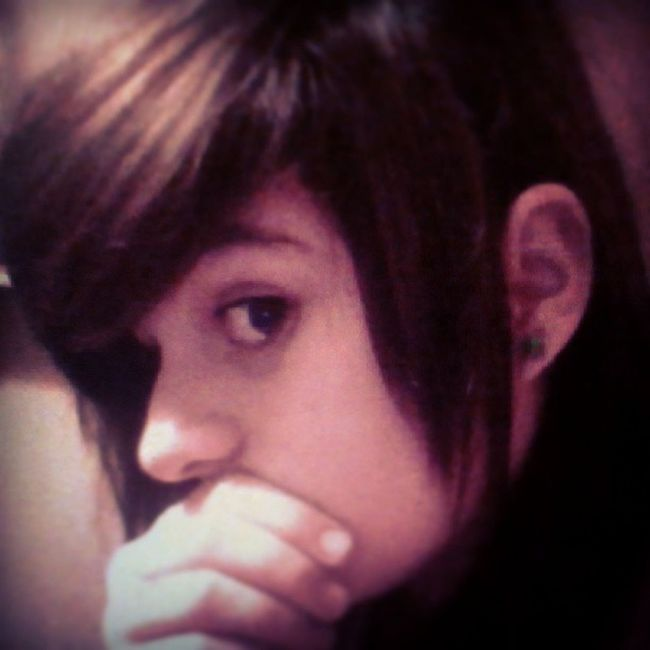 Selfie againn mood :D happeh im listerning tooh Alicecooper :D and might do some posters. Brownishblack Merp borwood :D