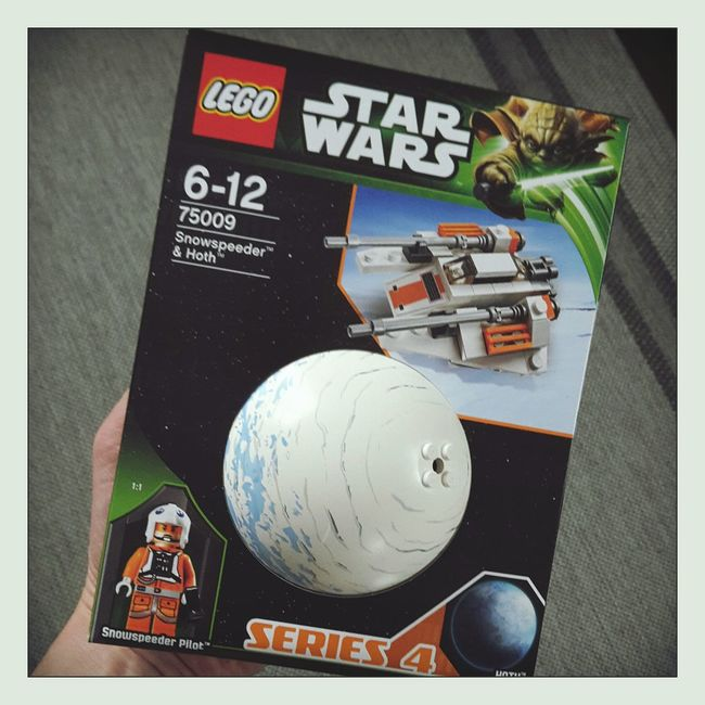 one of my christmas gifts: mini hoth and a snowspeeder (right on time ☺) Christmas Gift LEGO Star Wars Hoth Snowspeeder