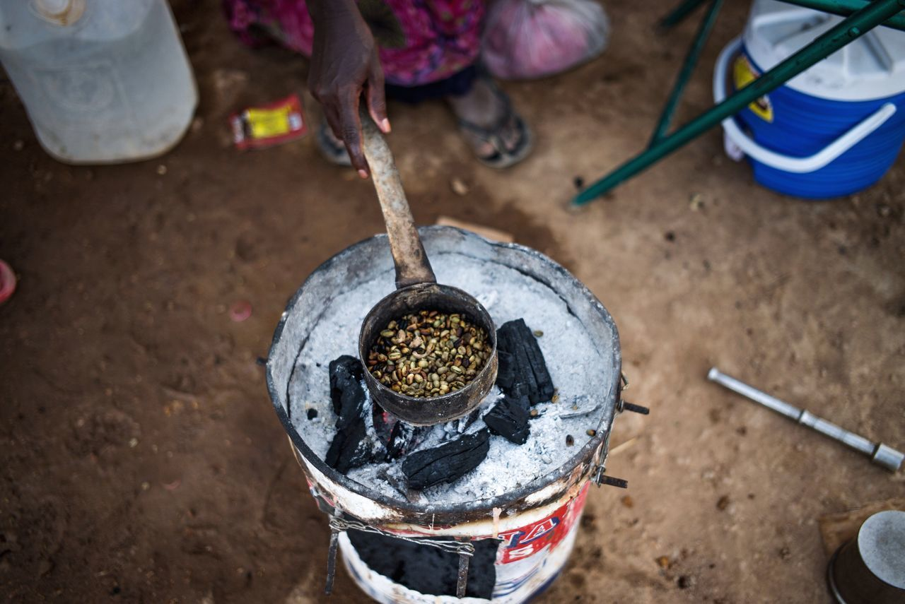 Yemeni woman making Coffee in the Yemeni refugees camp, Djibouti. Documentary Leicacamera