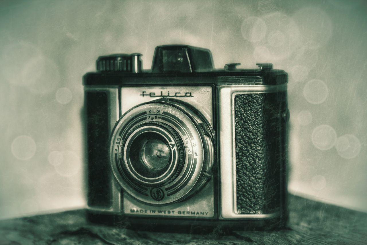 camera - photographic equipment, photography themes, retro styled, old-fashioned, technology, indoors, no people, camera, close-up, photographing, day, water