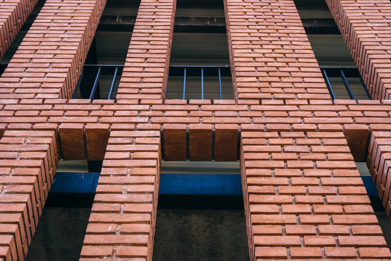 architecture, building exterior, built structure, window, brick wall, no people, outdoors, day, full frame, backgrounds