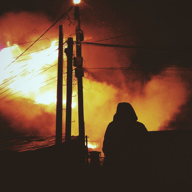 The Photojournalist - 2016 EyeEm Awards Taking Photos Fire Burning Catastrophy Hoodie Personal Perspective