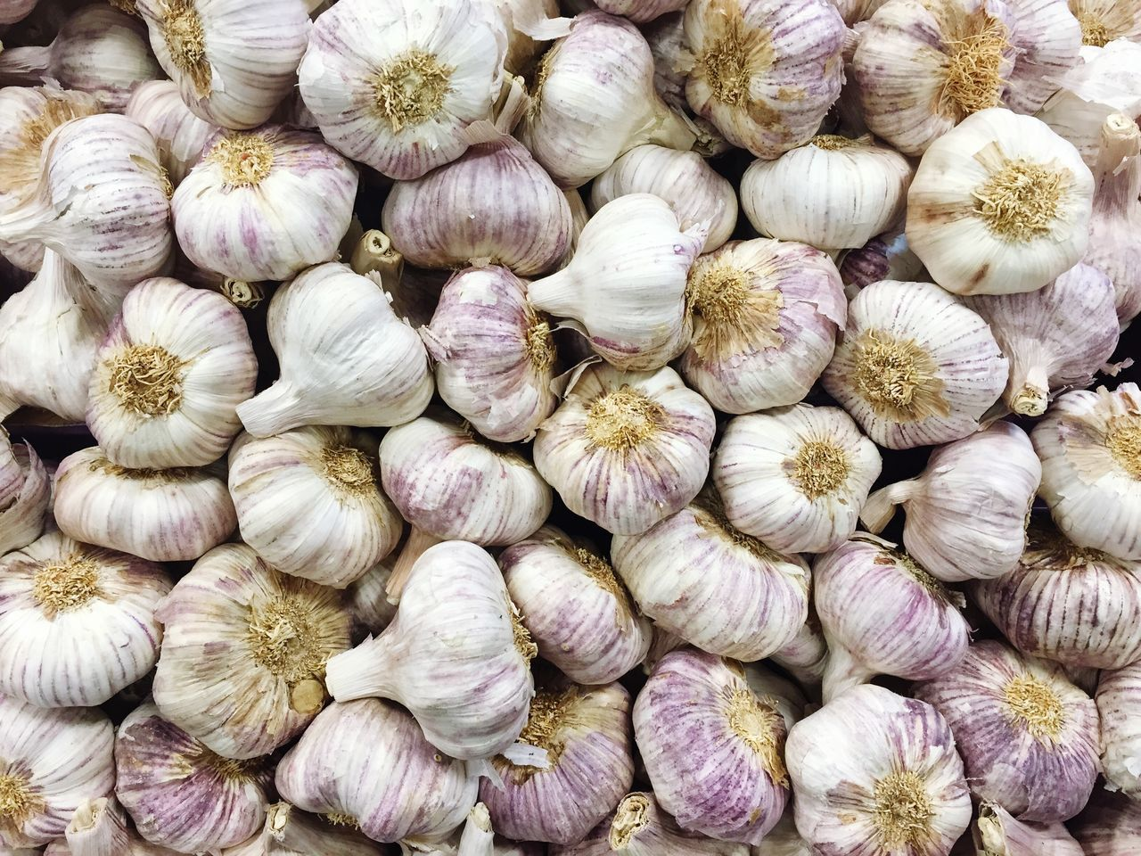 Very Garlicky... Garlic Full Frame Freshness Garlic Bulb Large Group Of Objects Ingredient Market Healthy Eating Food Whatsfordinner Cooking At Home