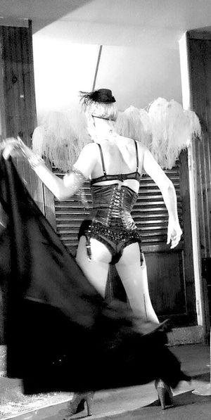 Au Boin Coin - Compiègne - Les 4 ans Effeuillage Burlesque Cabaret Scene Effeuilleuse Bar Passion Danse