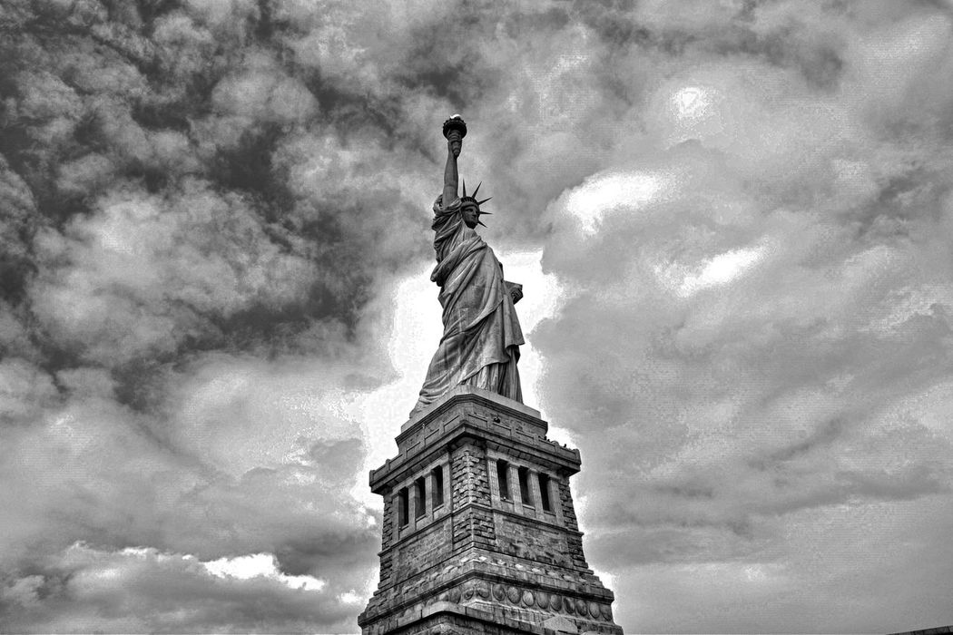 Check This Out Statue Of Liberty Black & White Beautiful EyeEm Best Shots Monochrome Visual Thought 43 Golden Moments Battle Of The Cities Architecture