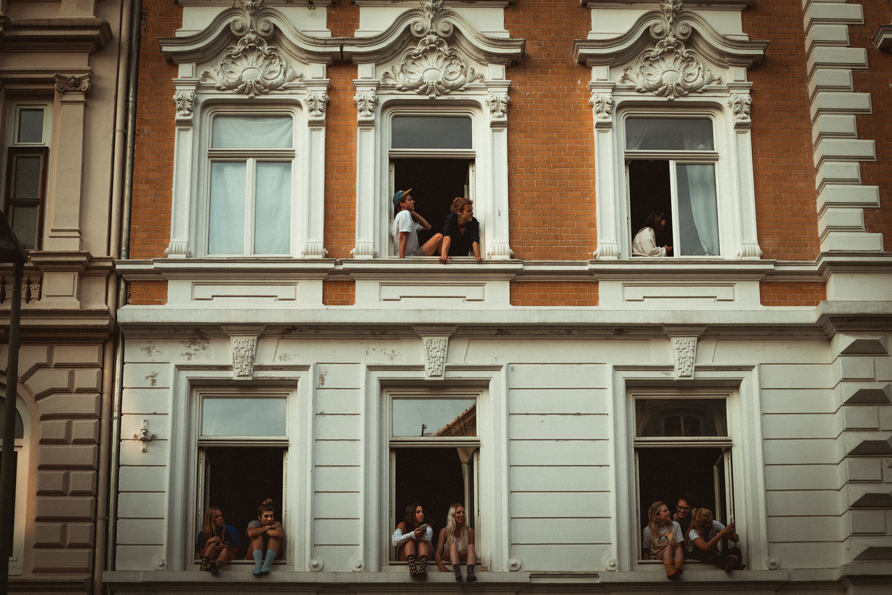 just chill. Hamburg Real People Architecture Built Structure Men Building Exterior Lifestyles Day Women Outdoors Adults Only People Politics And Government Adult Only Men G20 Hamburg G20 Meeting G20 Gipfel G20 Summit Sternschanze Adults Only Architecture Sommergefühle The Week On EyeEm