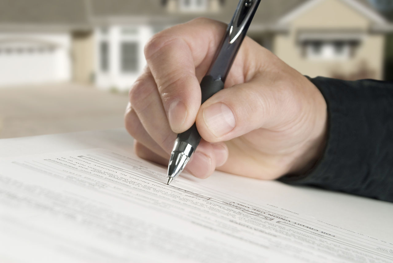 Real Estate Loan Business Business Finance And Industry Close-up ContracTSigning Document Handwriting  Holding Home Horizontal Composition House Human Body Part Human Hand Insurance Mortgage One Person Paper Paperwork Pen Real Estate Signature Signing Writing