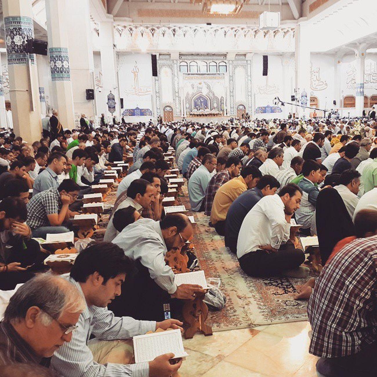 . جزء خوانی قرآن_کریم در ماه رمضان حرم حضرت_معصومه سلام_الله_علیها قم . . هر کی قرآن میخونه تو این ماه حتما یه وقت کوچیک هم بزاره برای خونده ترجمه قرآن، اگه وقت بزاره برای خوندن تفسیر که فوق العاده میشه به_جون_بچه_هام التماس_دعا