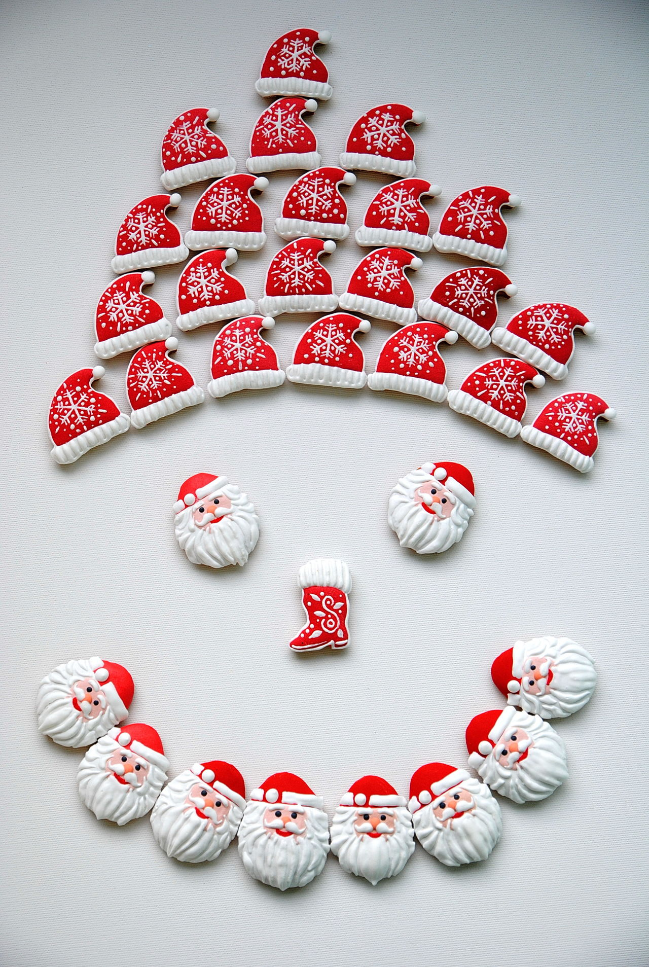 smilling face Celebration Christmas Around The World Christmas Collection Christmas Decorations Close-up COOKIES! Creativity Day Directly Above Indoors  Large Group Of Objects Love Merry Christmas! New Year Around The World No People Red Santa Claus Santa Claus Gingerbread Collection Smile Snowman Snowman Face Snowman Smile Studio Shot Sweet Food