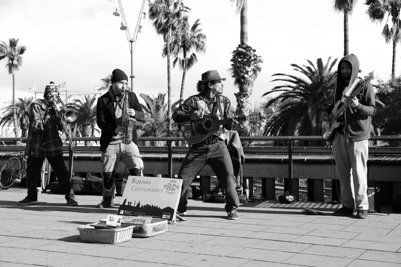Barcelona Casual Clothing Full Length Leisure Activity Lifestyles Music Brings Us Together Music In The Street Music Is Life Palm Tree Real People SPAIN Street Band Street Banditos Street Photography Young Adult