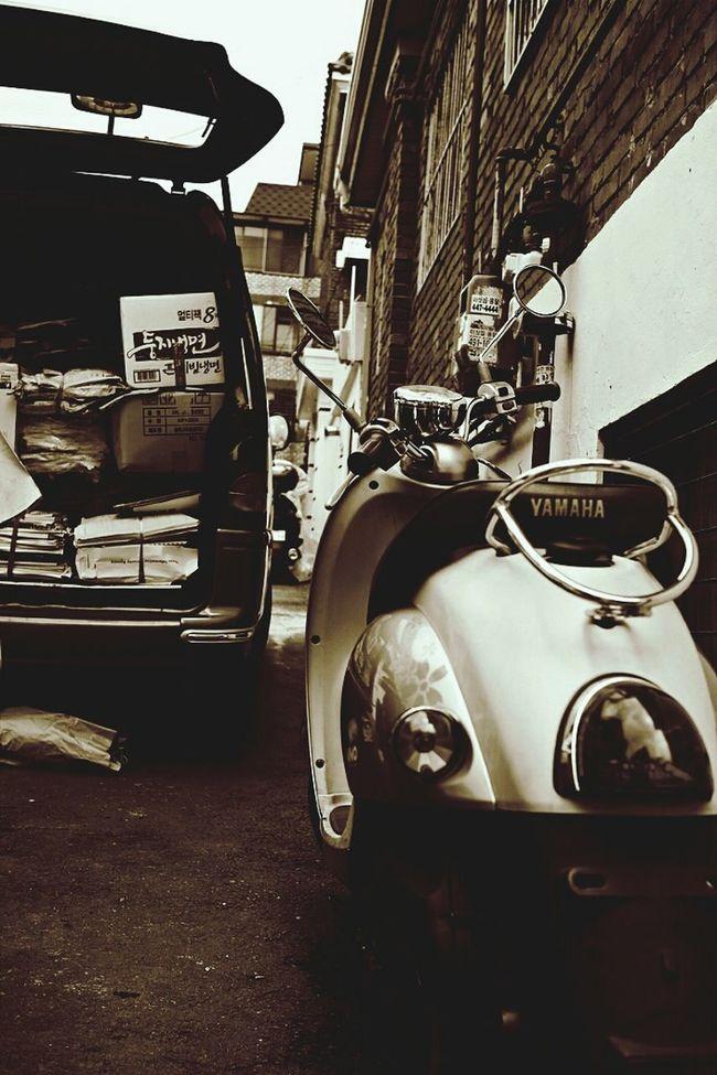 Bike&paper Still Afternoon Alley Sephia Photo @korea seoul joonggok-dong @Sony NEX-5N / 18-200mm f3.5-6.3