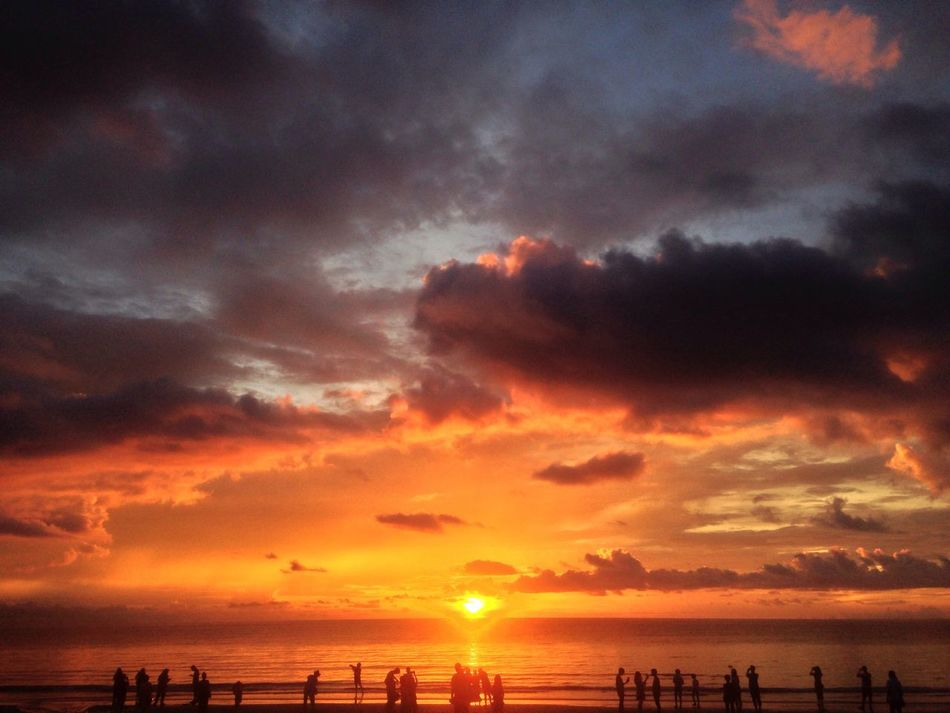 A day can be end beautifully 😌 Sunset Cloud - Sky Sky Sun Sea Beach Orange Color Outdoors BorneoSabah TanakwaguBolotikon Sunset View Sunset #sun #clouds #skylovers #sky #nature #beautifulinnature #naturalbeauty #photography #landscape