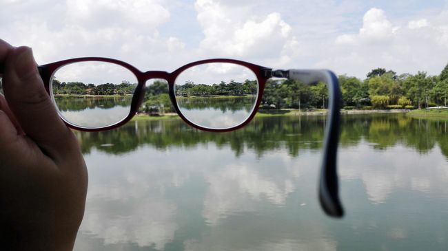 To see the world from different angle Lake Tranquil Scene Tranquility Nature Outdoors Water Reflection Scenics Malaysia Malaysia Scenery Desaparkcity Spectacular View Glasses Reflect EyeEm Nature Lover EyeEm EyeEm Market © Eyeem Marketplace Eyemphotography Eyeem Market Kuala Lumpur Lake View Park